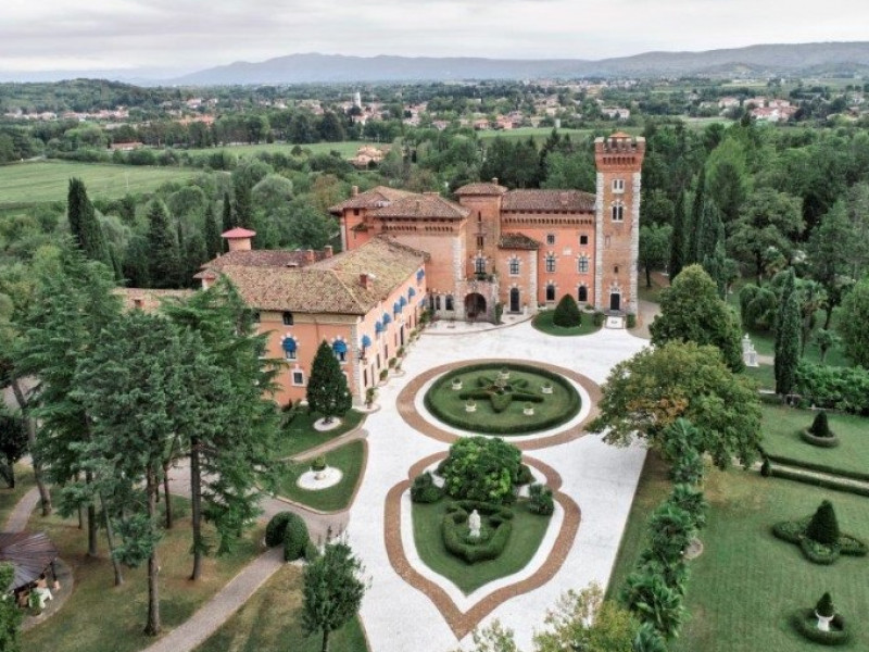 castello-di-spessa-resort
